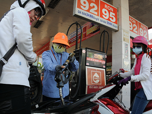 Xăng dầu tăng giá kỷ lục còn vì... môi trường?