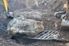 Tịch thu bán đấu giá hòn đá gần 30 tấn, giá chục tỷ đồng