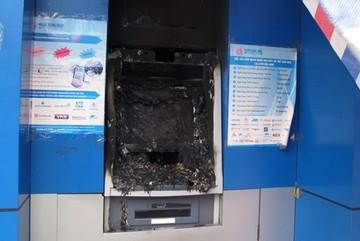 Dùng máy hàn, cắt phá ATM cướp tiền tỷ