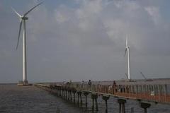 Bạc Liêu dựng trụ điện gió mới ngày đầu năm