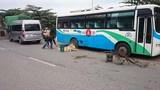 Thợ sửa xe chết thảm khi đang thay lốp ven đường