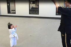 Clip bé gái 3 tuổi tập võ đáng yêu gây sốt