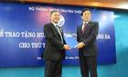 Thứ trưởng Trần Đức Lai nhận Huân chương Độc lập hạng Ba