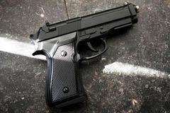 Băng nhóm chém người tàng trữ súng ngắn