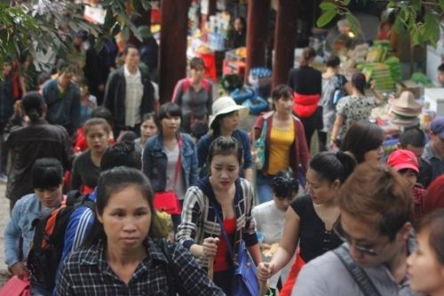 Hàng vạn người chen chân khai hội xuân Yên Tử
