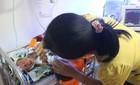 Thai nhi 7 tháng sống sót sau ca đẻ rơi xuống hố nhà vệ sinh