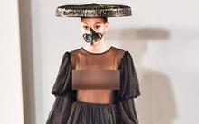 Thời trang Việt gây sốc khi để mẫu mặc xuyên thấu lộ rõ vòng 1