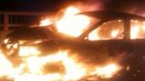 Xe biển xanh bốc cháy dữ dội ở đường trên cao