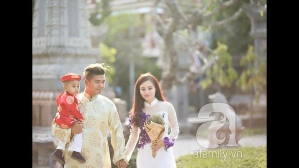 Mẹ Việt xinh đẹp tiết lộ 'hậu trường' bộ ảnh ngực trần cho con bú
