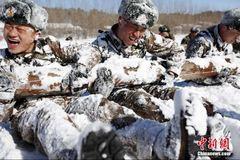 Xem lính Trung Quốc khổ luyện trong băng tuyết