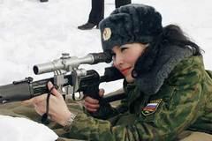 Ngắm những nữ binh Nga chân dài xinh đẹp