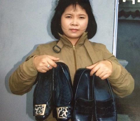 'phật tử', vào chùa,  xỏ nhầm giày