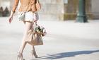 Phụ nữ làm được gì trên đôi giày cao gót?