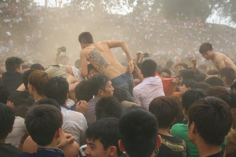 tranh cướp, bạo lực, lễ hội, cướp phết