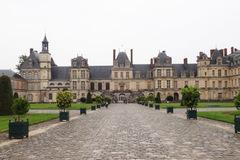 Thăm lâu đài xa hoa của vua chúa Pháp