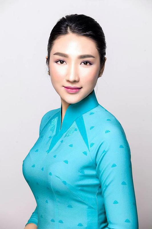 Minh Hạnh lại gây bão dư luận với trang phục VNA