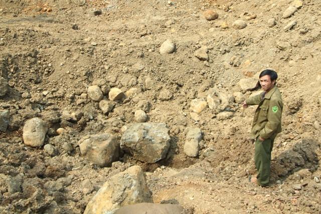 """Vụ """"bắt"""" hòn đá: Khó tin và... luẩn quẩn!"""
