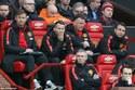 Bị la ó, Van Gaal nói ngon ngọt với fan