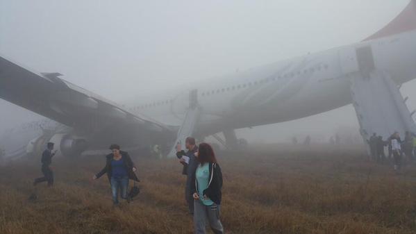 Máy bay Thổ Nhĩ Kỳ gặp nạn trên đường băng