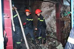 Giải thoát thành công 4 người kẹt trong căn nhà bị cháy