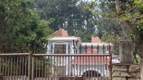 Gia đình tướng Thạch tháo dỡ biệt thự xây trái phép