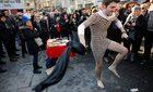 Đàn ông Thổ Nhĩ Kỳ mặc váy để bênh vực phụ nữ