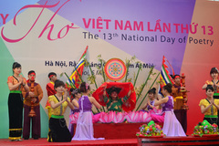 Ngày thơ Việt Nam: Tổ quốc là tiếng mẹ!