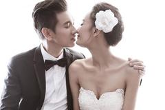 """Bí quyết chinh phục Việt Kiều đẹp trai của """"vịt bầu xấu xí"""" showbiz Việt"""