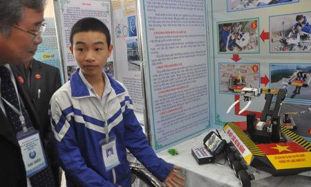 robot, khoa học, công nghệ, tài năng, Nguyễn Văn Hoan