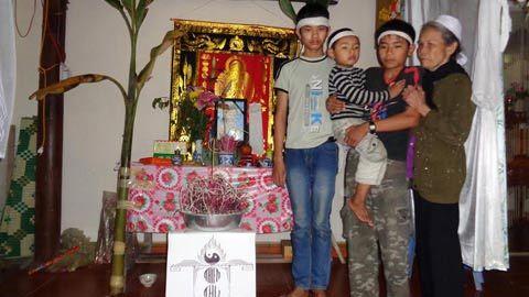 Trắng khăn tang trong ngôi nhà 3 trẻ mồ côi ngày Tết