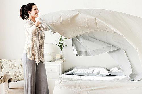 Thay ga giường cho đệm