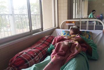 TPHCM: Nam thanh niên hỏng hai mắt do nổ nồi bánh tét