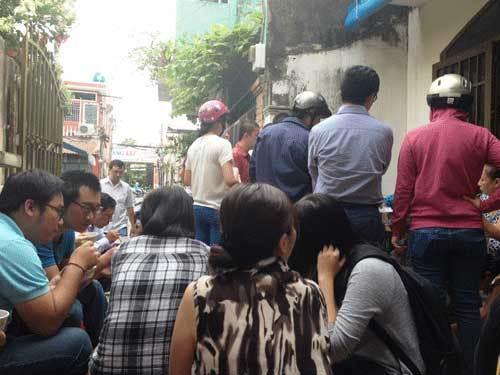 Xếp hàng ăn bánh mắng, phở chửi: Từ Hà Nội đã đến Sài Gòn