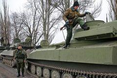 Kiev xác nhận quân nổi dậy đã rút vũ khí hạng nặng
