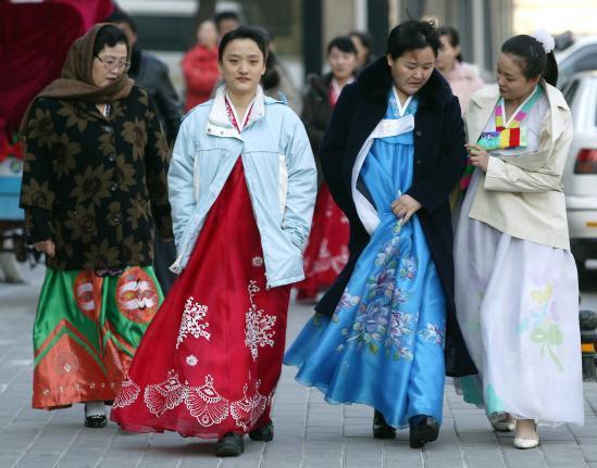 Kim Jong Un tặng mỹ phẩm cho phụ nữ nhân ngày 8/3