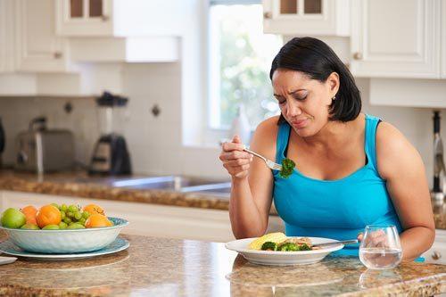 Vì sao phụ nữ chậm giảm cân hơn nam giới?