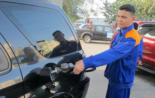 Cú đúp xăng dầu: Vừa tăng giá, vừa tăng thuế?