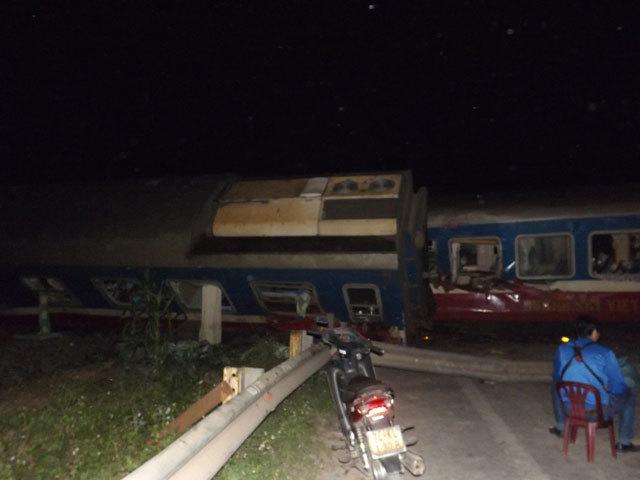 Quảng Trị: Tàu hỏa đâm xe tải, hàng chục người thương vong - 1