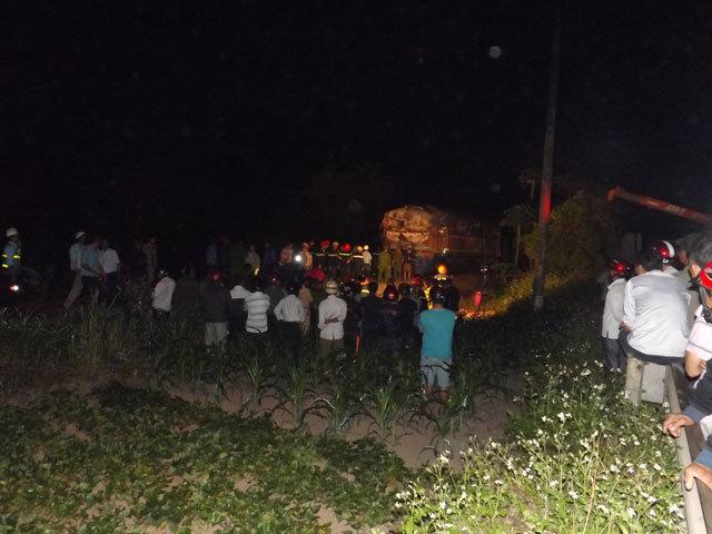 Quảng Trị: Tàu hỏa đâm xe tải, hàng chục người thương vong - 3