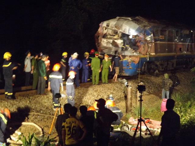 Quảng Trị: Tàu hỏa đâm xe tải, hàng chục người thương vong - 5