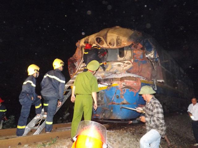 Quảng Trị: Tàu hỏa đâm xe tải, hàng chục người thương vong - 6