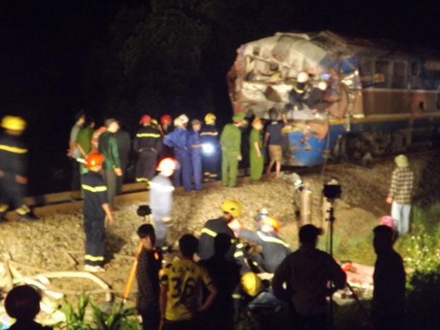 Quảng Trị: Tàu hỏa đâm xe tải, hàng chục người thương vong - 8
