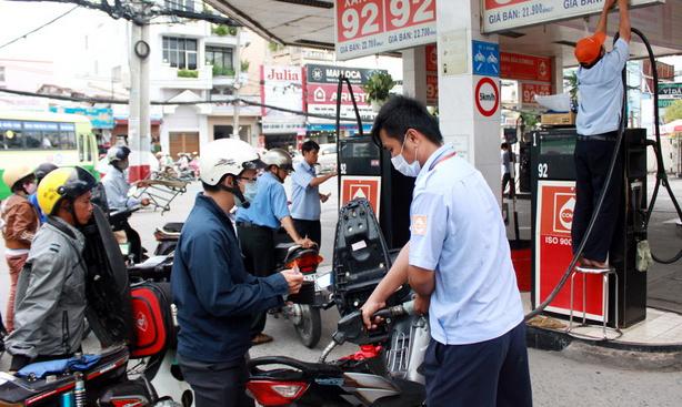 xăng-dầu, giá-dầu, giá-xăng, thành-phẩm, xăng-A92, doanh-nghiệp, bộ-Công-Thương, tăng-giá, giữ-giá, Quỹ-bình-ổn