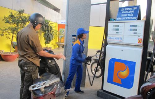 Giá xăng Việt Nam thấp hơn Trung Quốc dù tăng thuế
