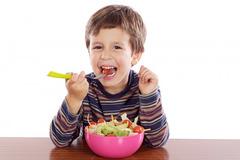 Trẻ biếng ăn - 'khách quen' bệnh viện mùa nồm