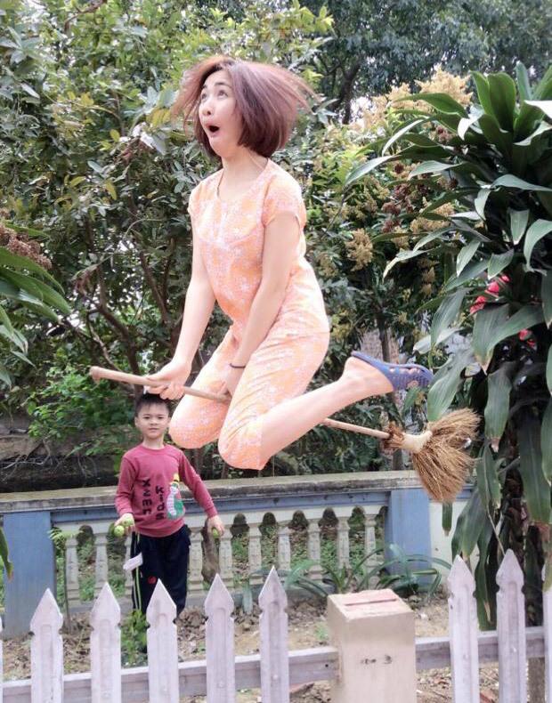 Trang Trần hớn hở, Xuân Lan nude bên con gái