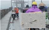 Khốn khổ vì đinh xuất hiện trên cây cầu trăm năm tuổi ở Hà Nội