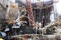 Sập nhà máy ở Bangladesh, hơn 100 người bị chôn vùi