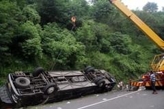 Xe buýt lao xuống vực, 51 người thiệt mạng
