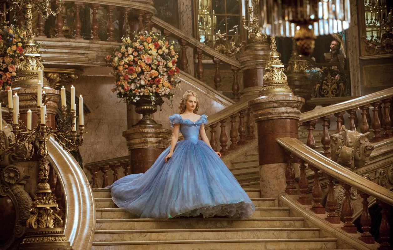'Cinderella' làm chao đảo phòng vé toàn cầu